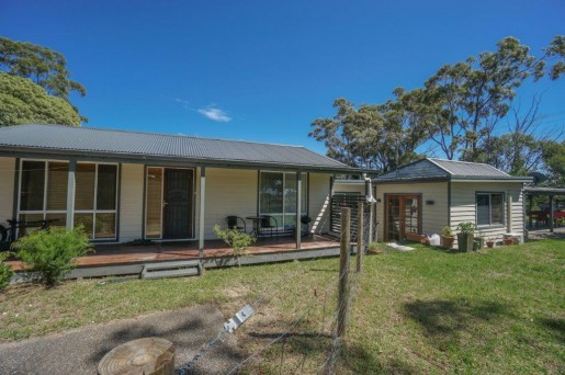 110 Railway Parade WOODFORD - Sale - First National Real Estate Mid Mountains