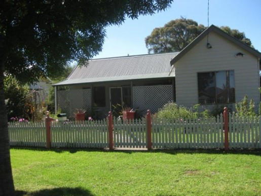 53 Grey Street GLEN INNES - Sale - First National Real Estate Robyn Willis