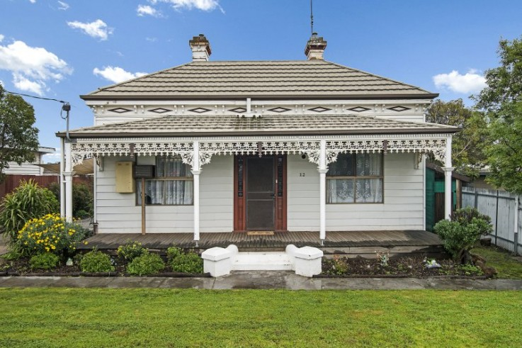 12 Oak Street (cnr of Cogo Crt)