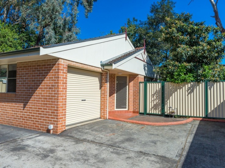 7/6 Binalong Road