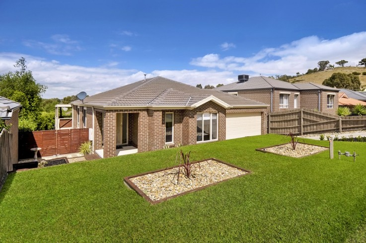 32 Lorikeet Crescent