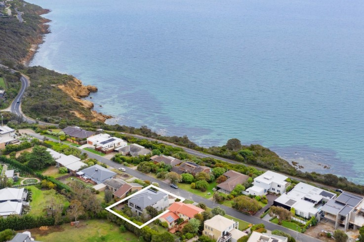16 Two Bays Crescent