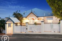 THE PERFECT FAMILY QUEENSLANDER ON 810m2!