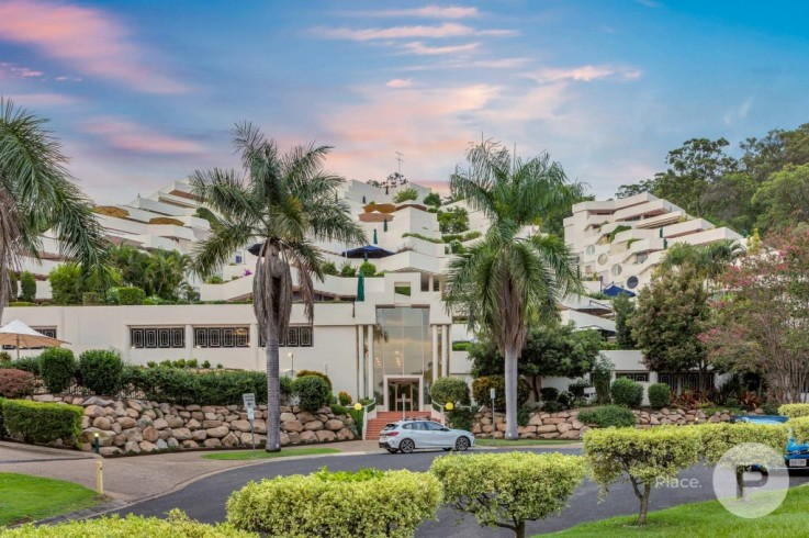 12/32 Tipuana Place