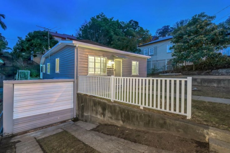 79 Lower Cairns Tce