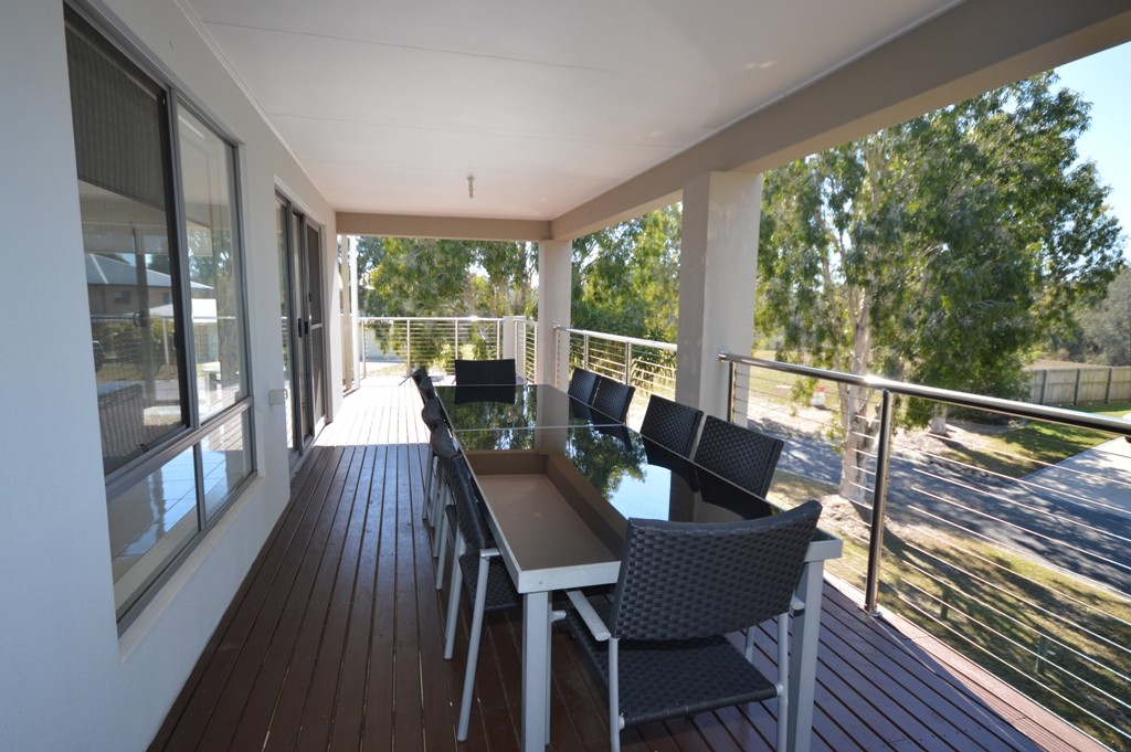 2 Tamarind Close BURRUM HEADS