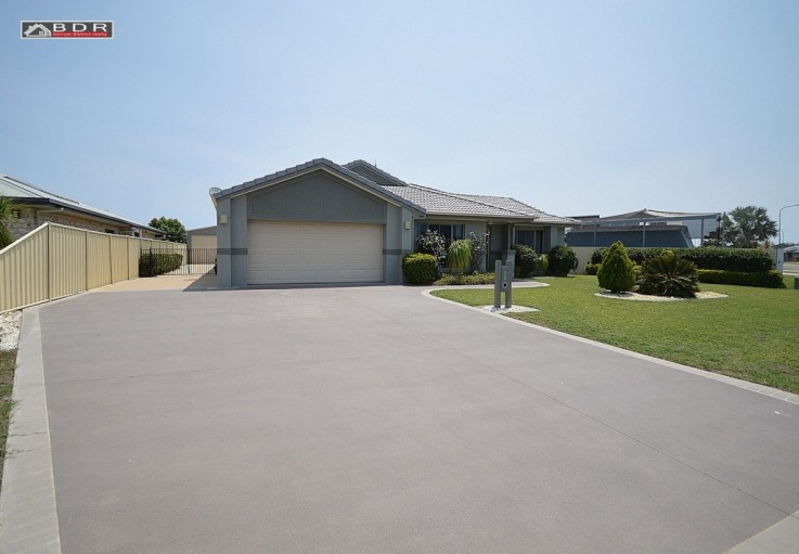 16 Louise Dr