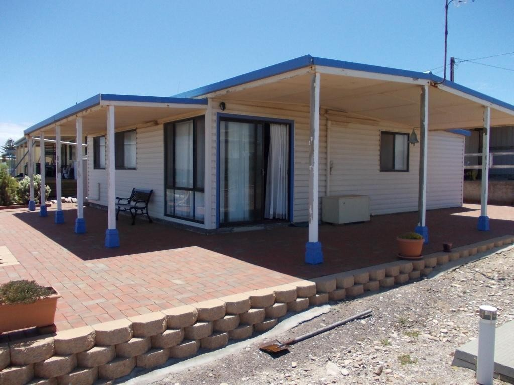 64 LIGHT HOUSE DRIVE, POINT LOWLY WHYALLA
