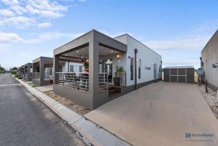 E76/18 Sun Country Holiday Park - Tocumwal Road