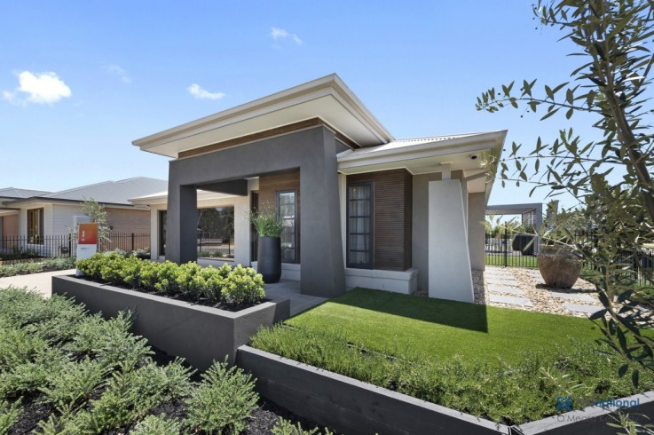 1017 Phillip Hyland Drive (Silverwoods - Metricon Display Home)