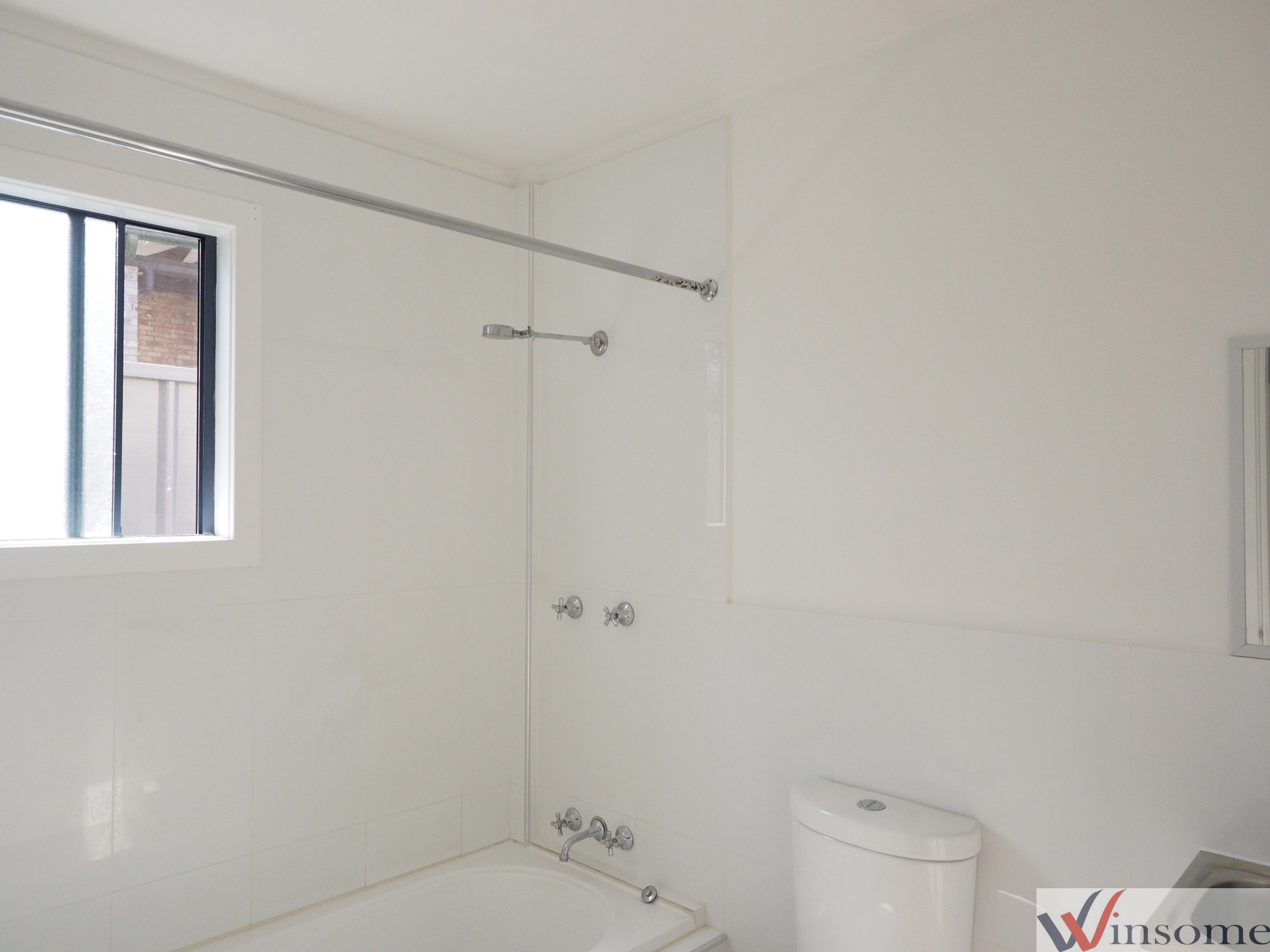 1a Hillview Drive YARRAVEL