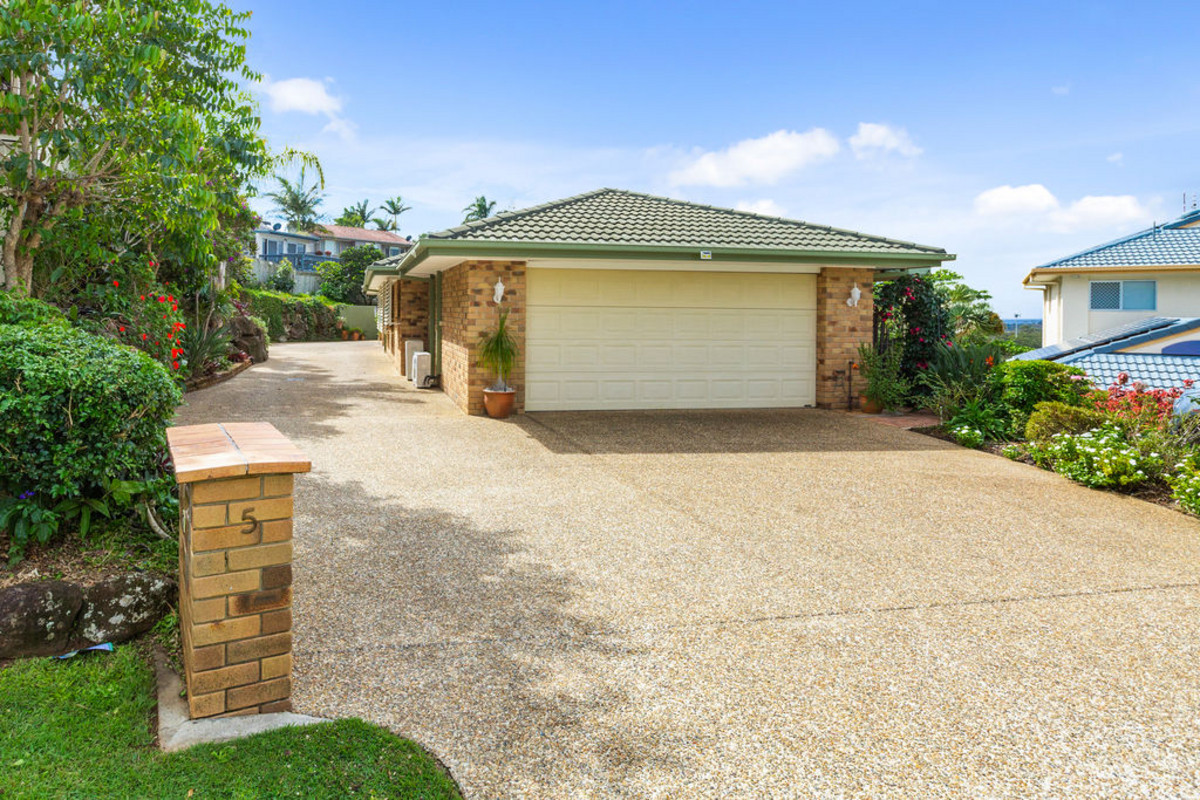 1/5 Burgundy Court Tweed Heads South