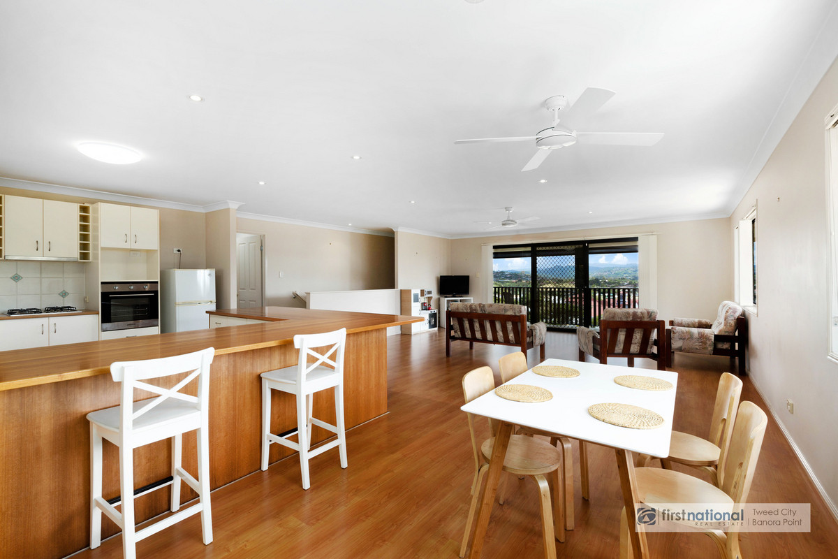 34 St Andrews Way BANORA POINT