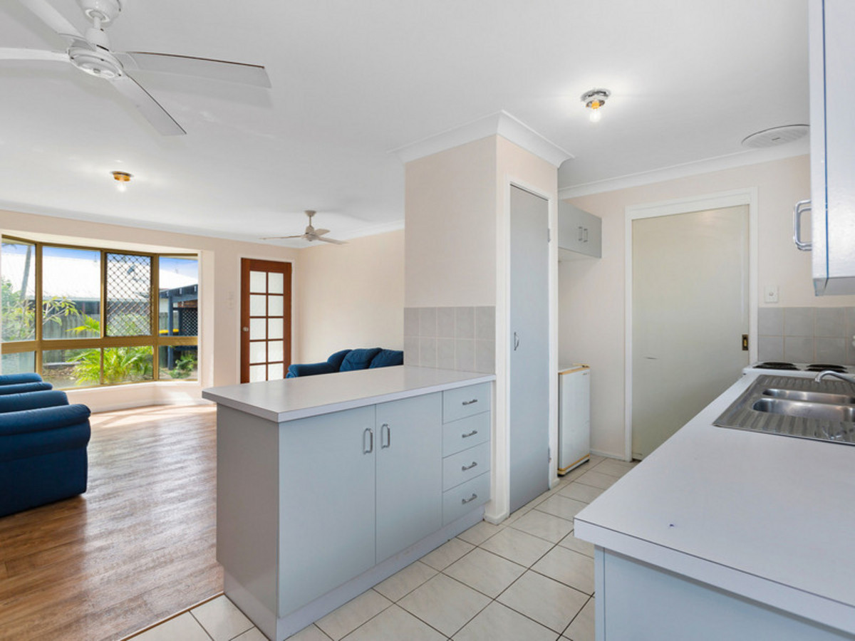 1/6 Andrew Avenue Pottsville Beach