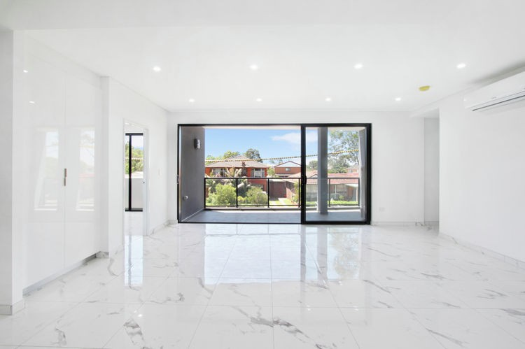2/4 Mayberry Crescent LIVERPOOL