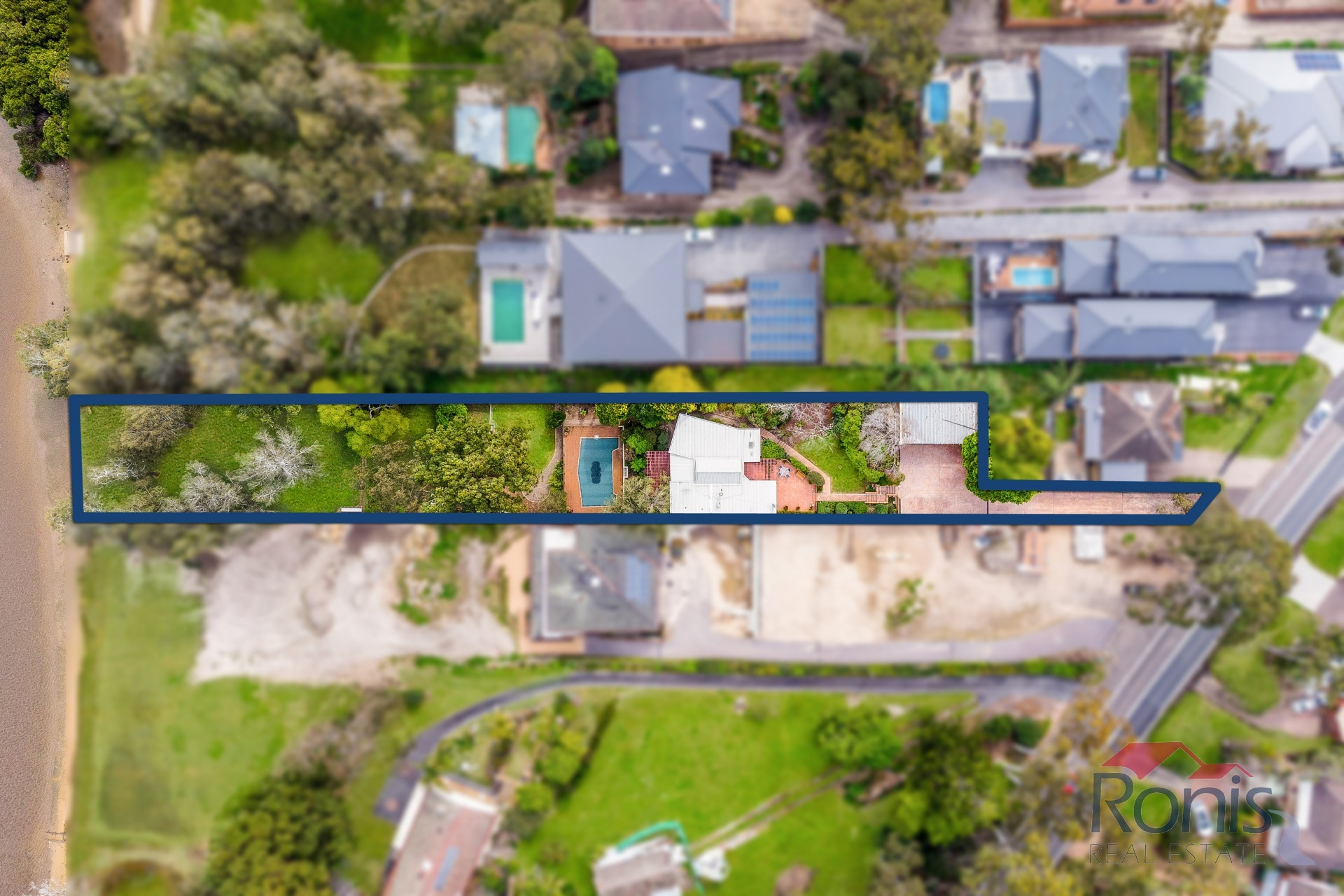 752 Henry Lawson Dr PICNIC POINT