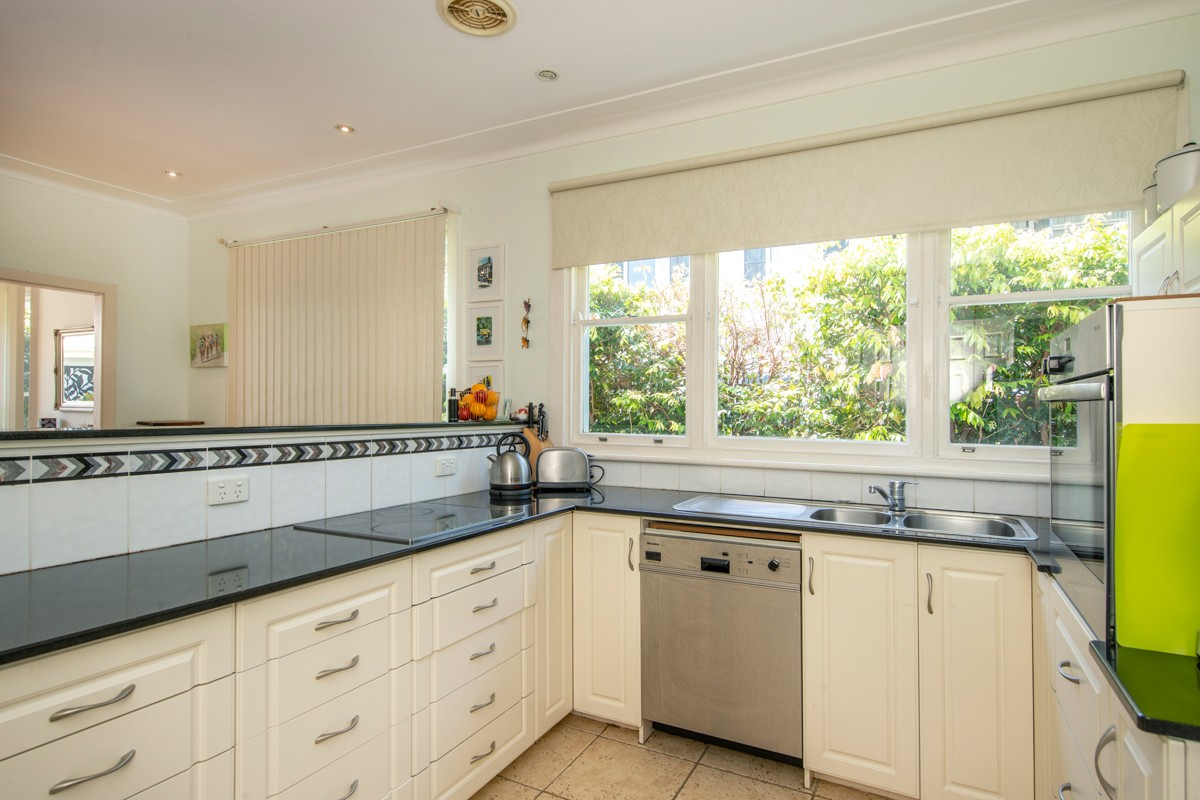 255 Scenic Drive MEREWETHER HEIGHTS
