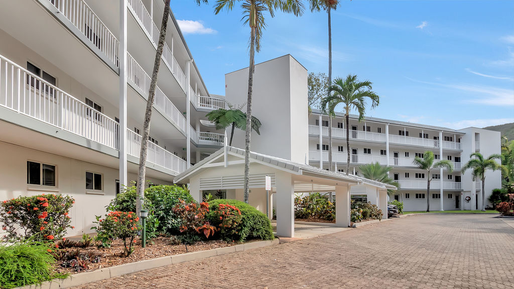 218/305-341 Coral Coast Drive PALM COVE