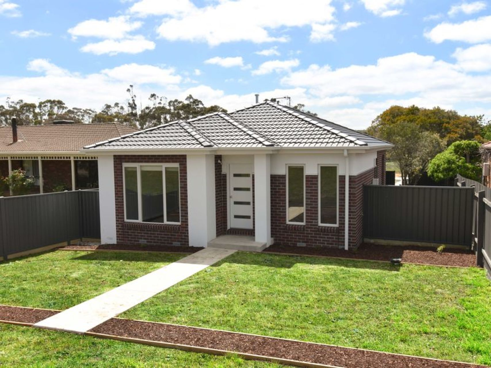 923A Geelong Road CANADIAN