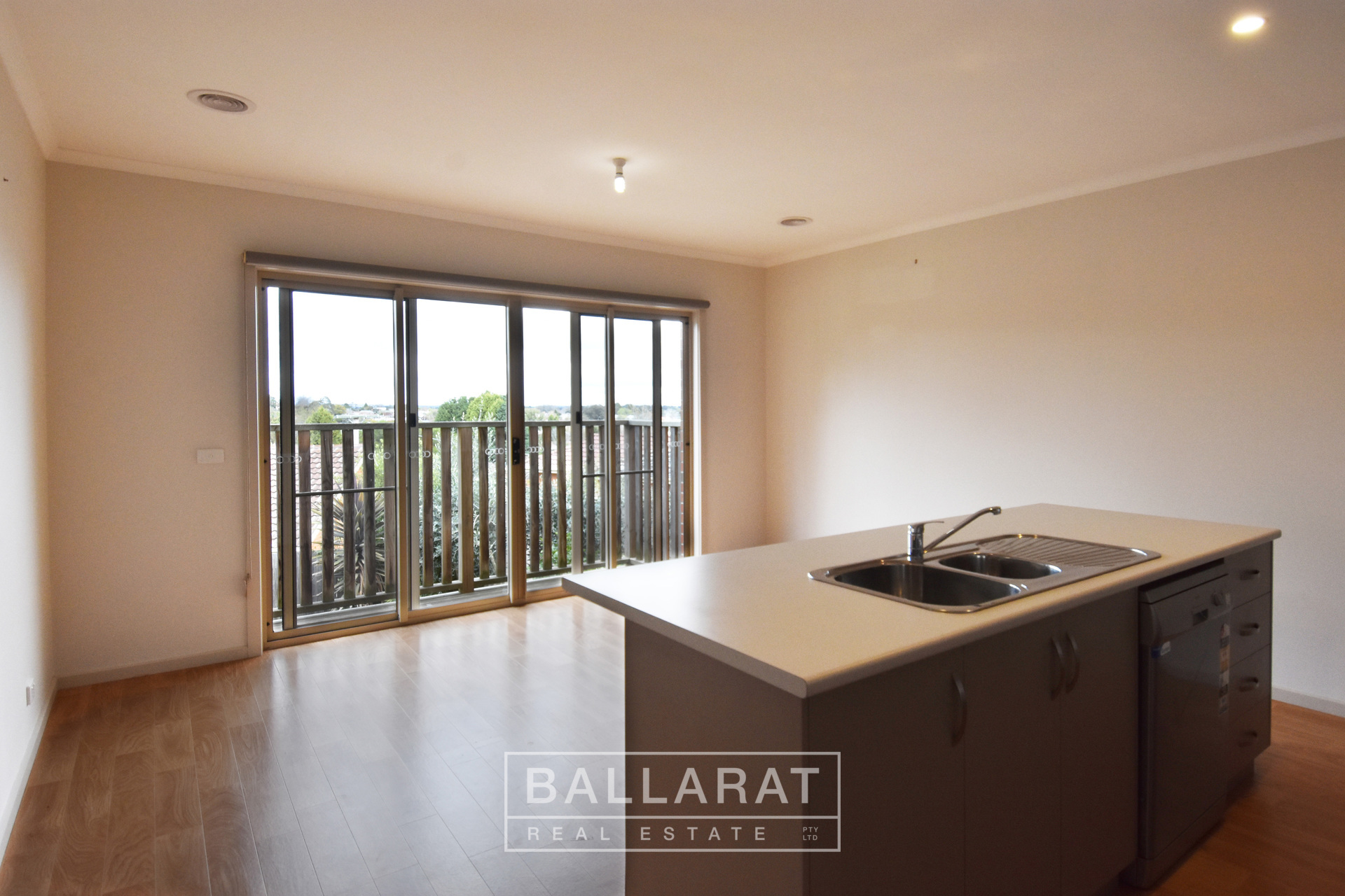 7/406 Bradshaw Street Golden Point