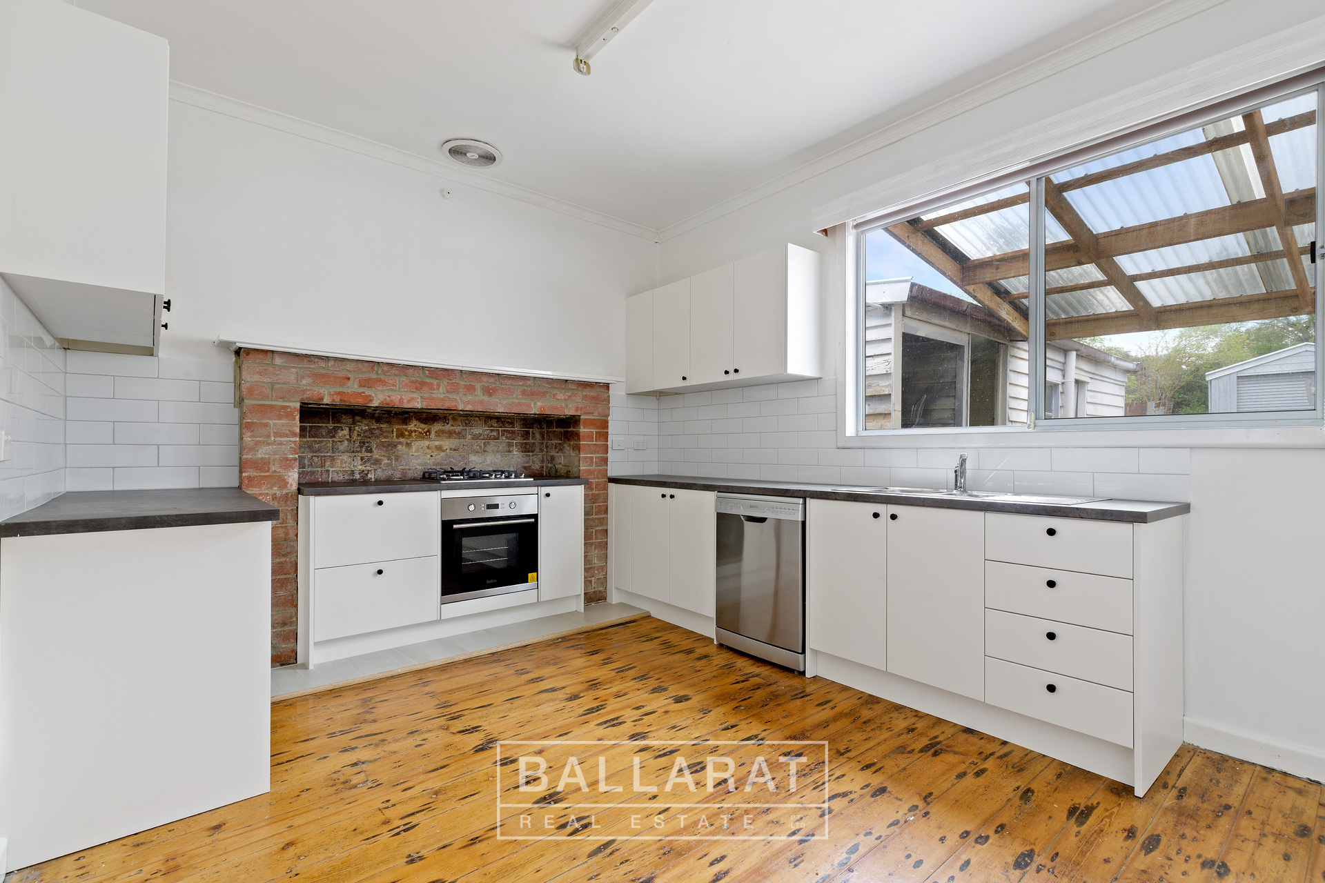 216 Doveton Crescent Soldiers Hill