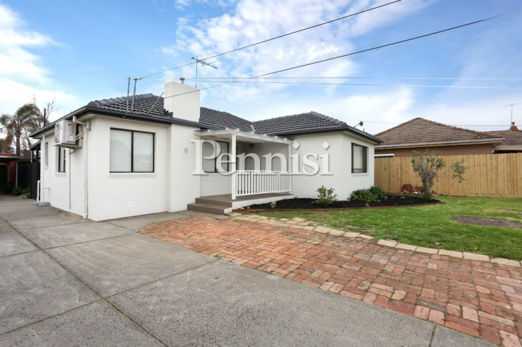 1/6 Laurence Ave