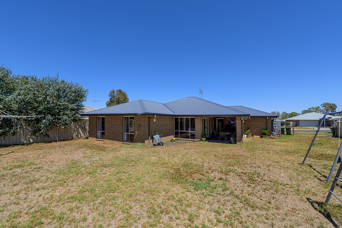 8 Roy Cross Place GULGONG