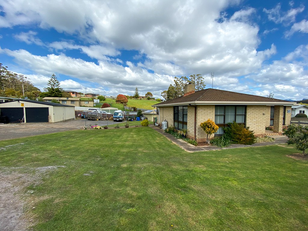 117 South Road WEST ULVERSTONE
