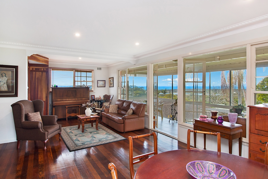 12 Oyster Point Rd BANORA POINT