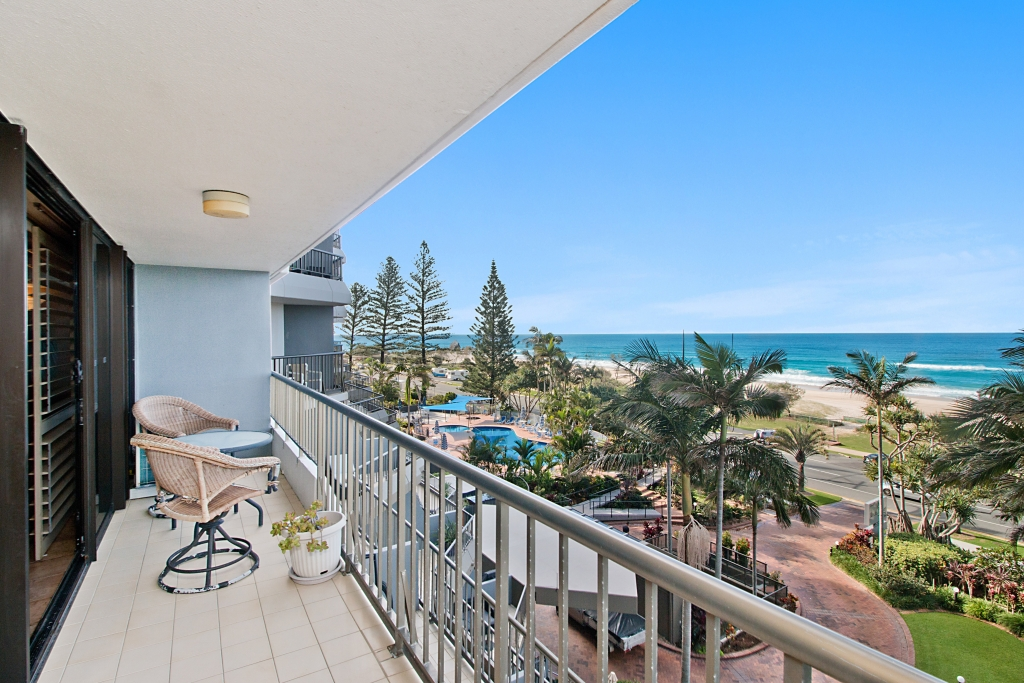 4H/828 `The Rocks Resort' - Pacific Parade CURRUMBIN