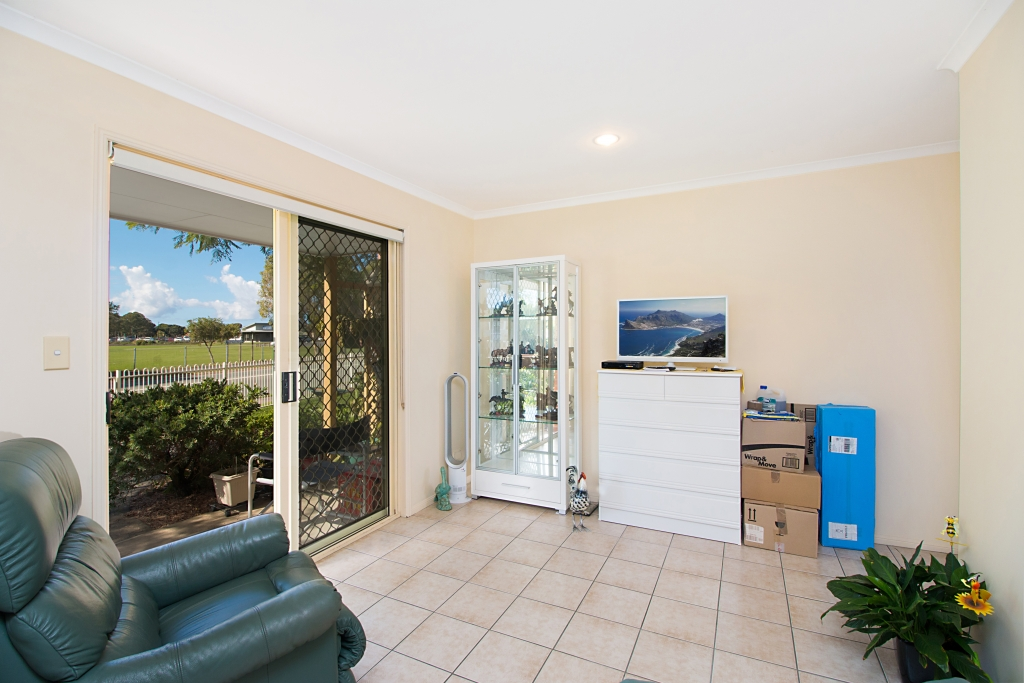 18/74 `Carey Cottages' - Greenway Drive BANORA POINT