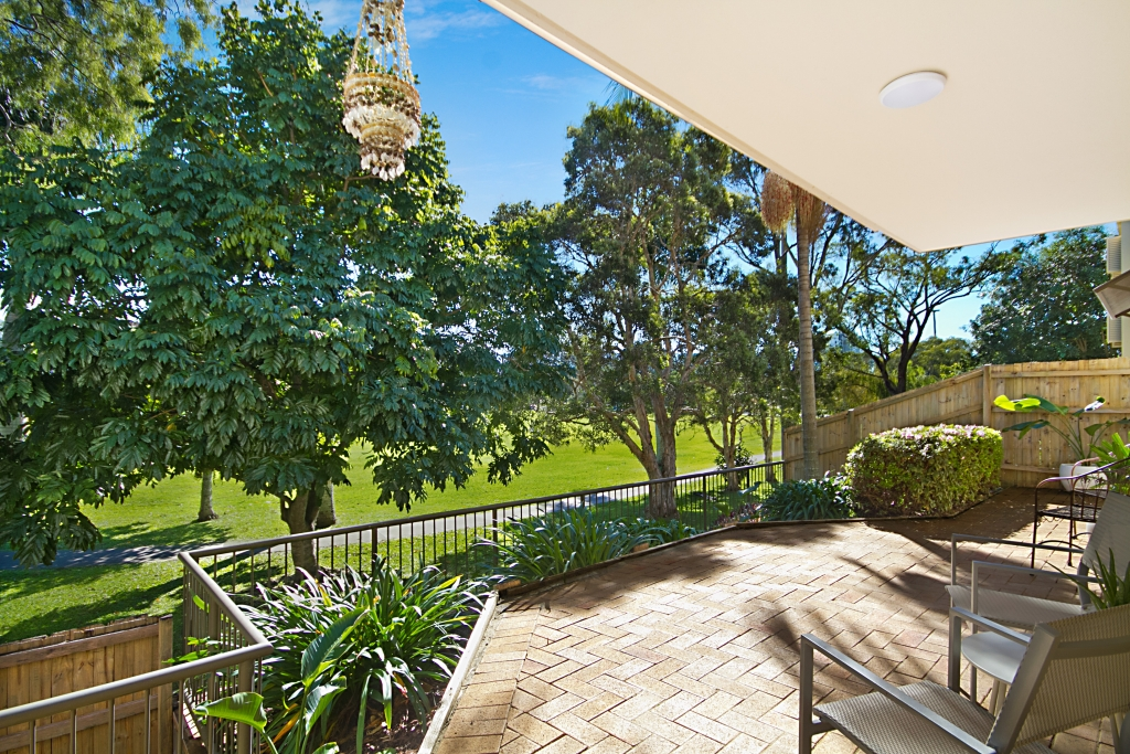 1/37 `Park Side View' - Dixon Street COOLANGATTA