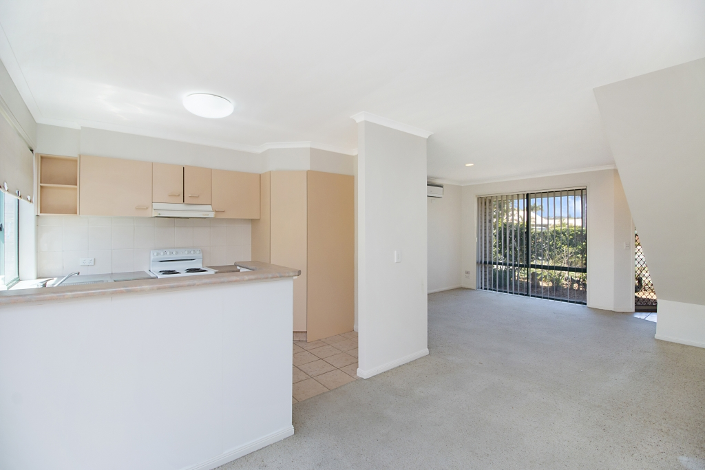 10/92-96 `Clemanne' Greenway Drive BANORA POINT