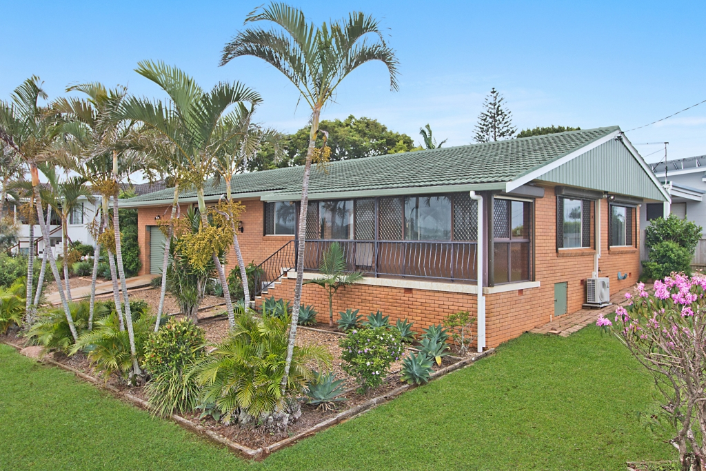 25 Walter Crescent BANORA POINT