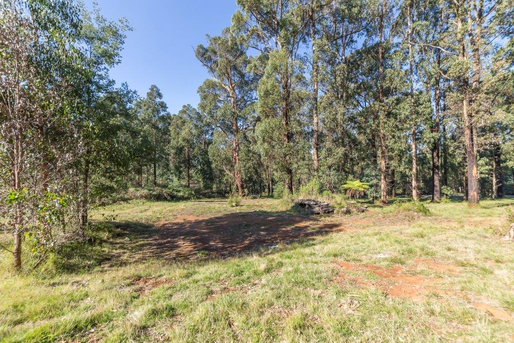 74 Whittlesea-Kinglake Road KINGLAKE