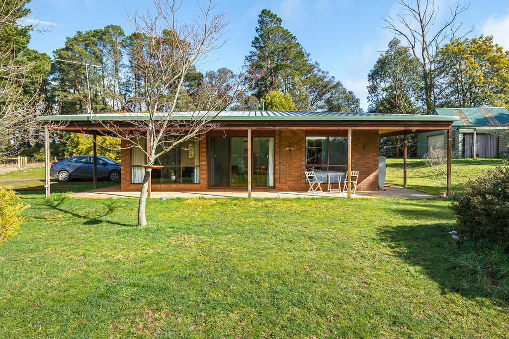 1088 Whittlesea-Kinglake Road KINGLAKE WEST