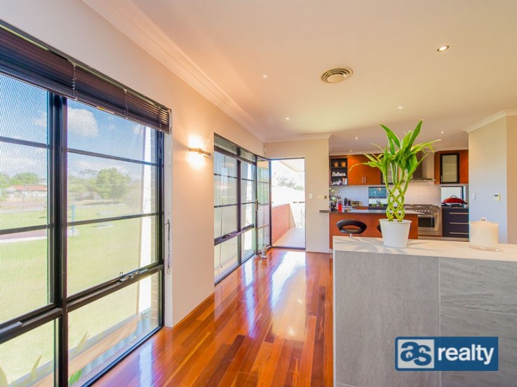3/24 Bromley St