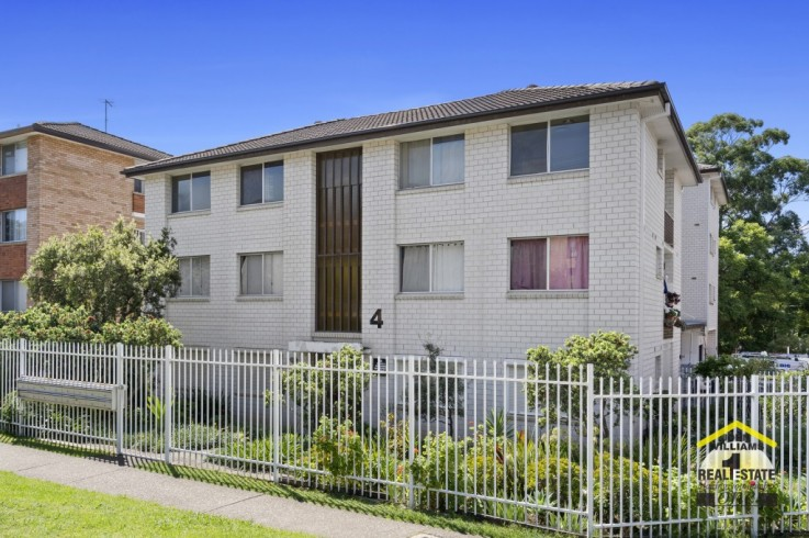 12/4 Forbes Street