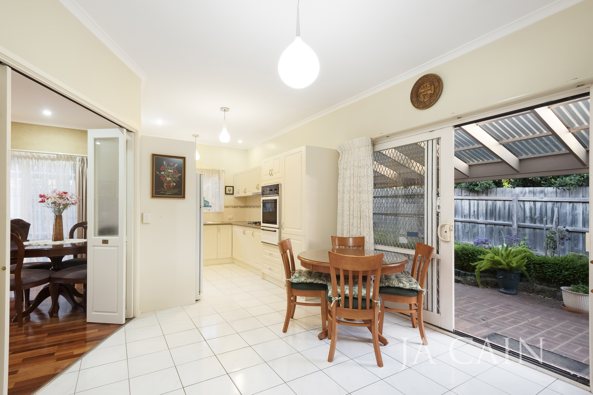 2/273 Warrigal Road Burwood