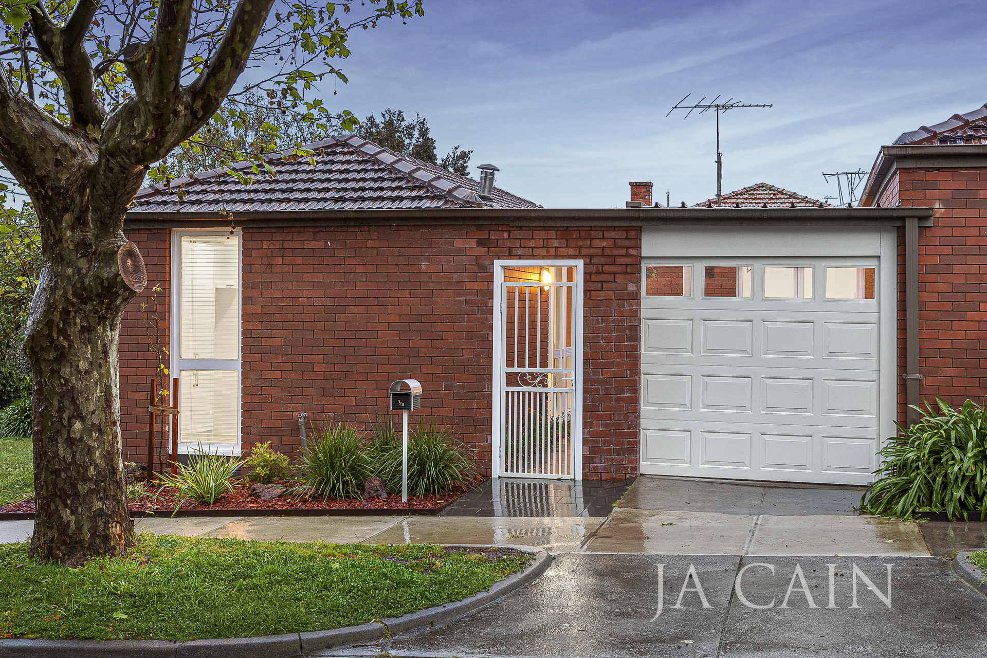 1/8 Cooloongatta Road Camberwell