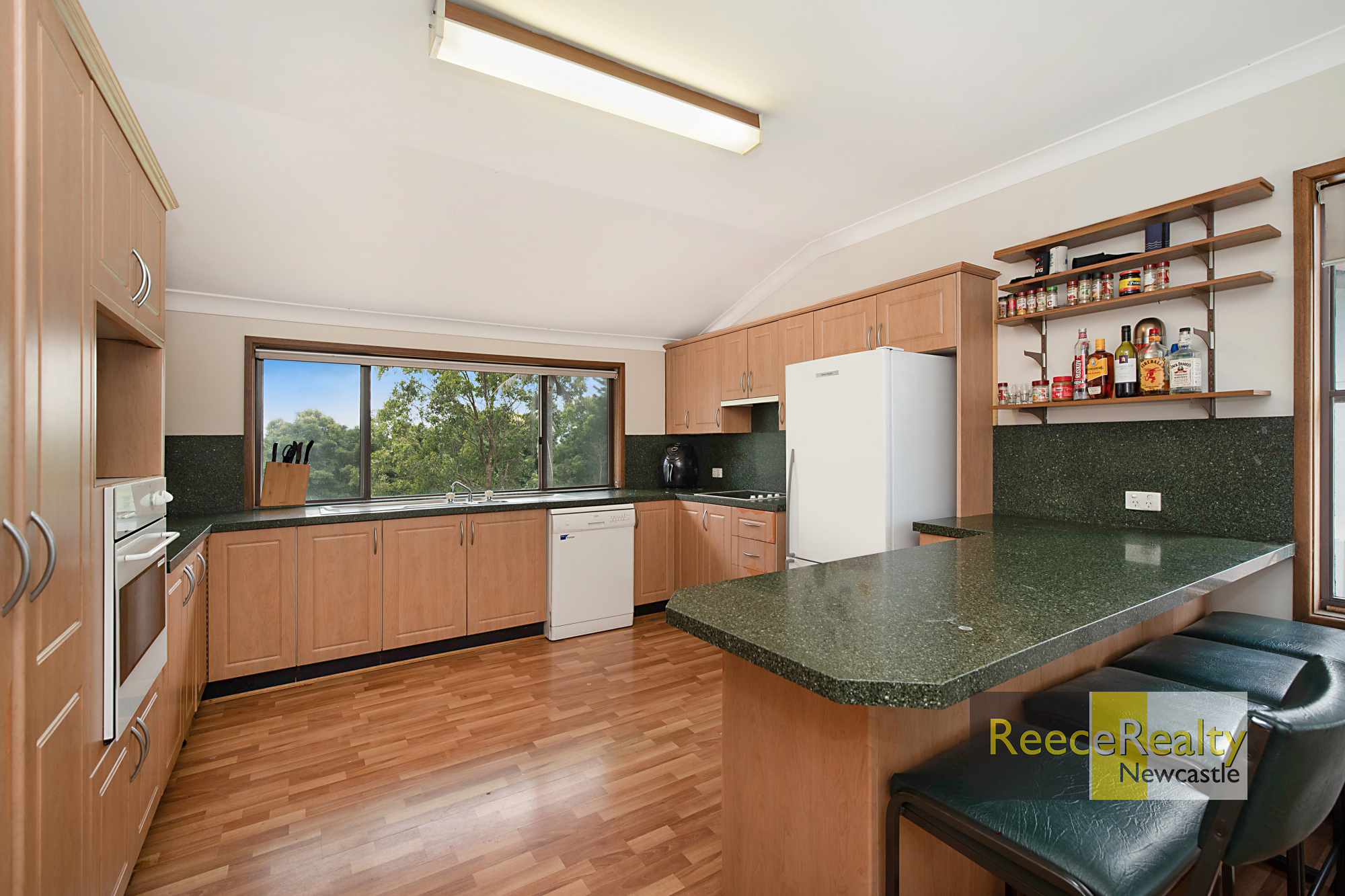 32 Cooksey Cl WARATAH WEST