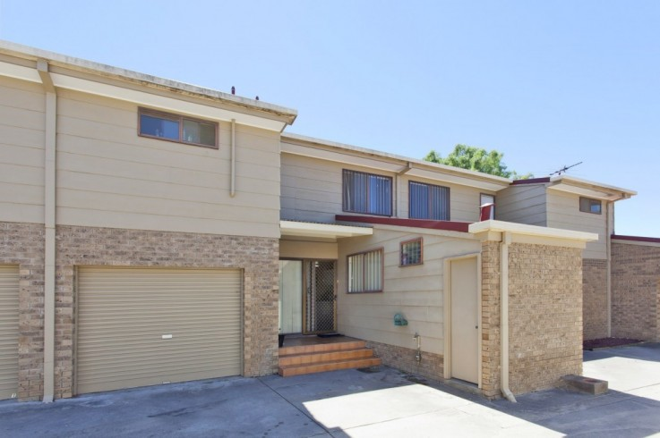 2/988 Fairview  Drive