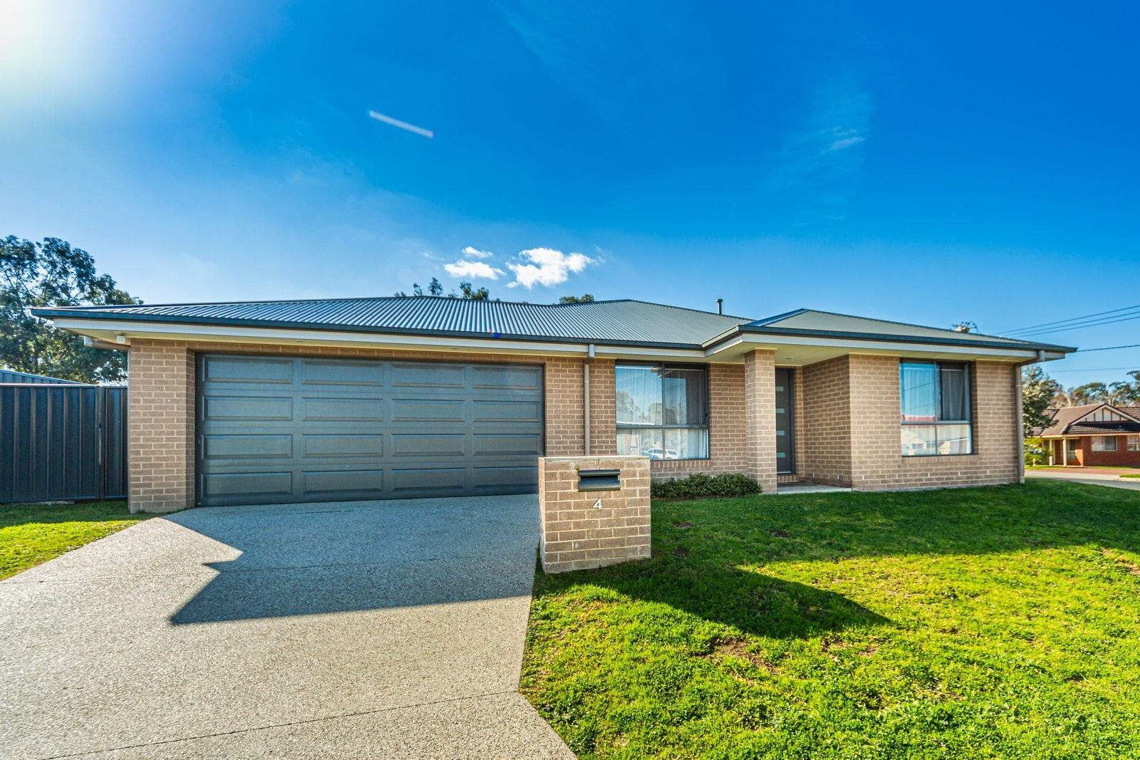 4 Ellora Court LAVINGTON