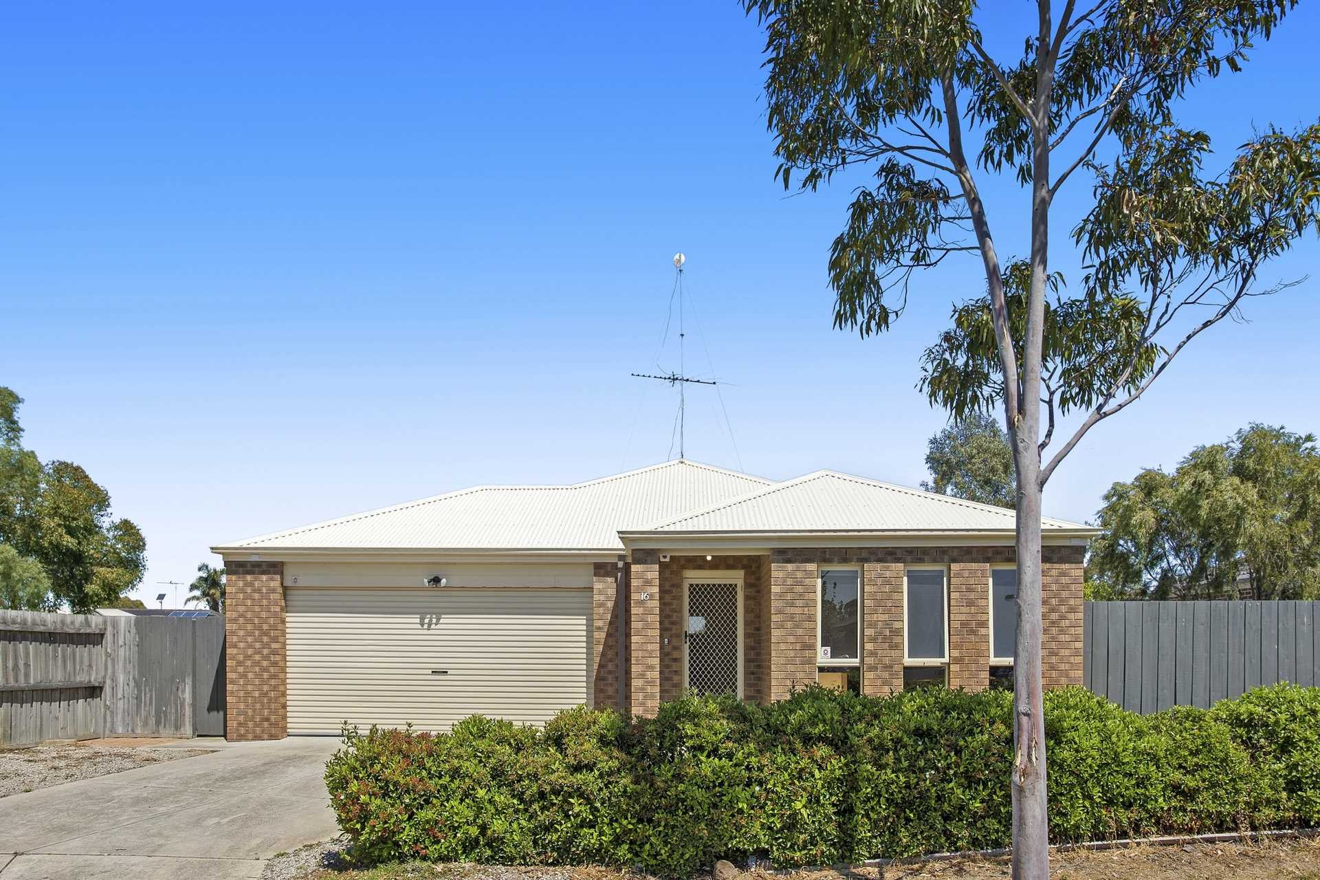 16 Bellagio Court Whittington