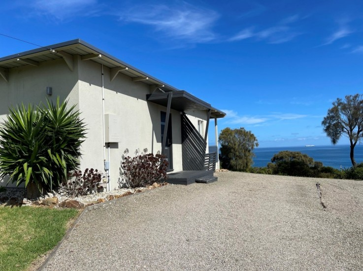 21 Two Bays Crescent