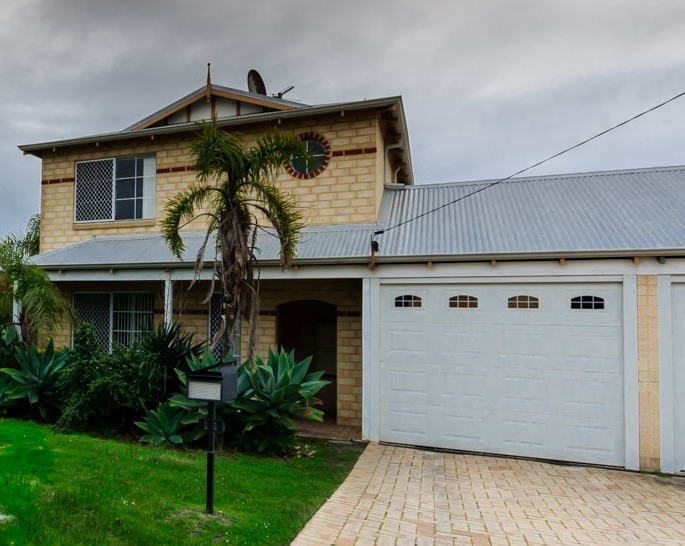 11 Hiscox Place Redcliffe