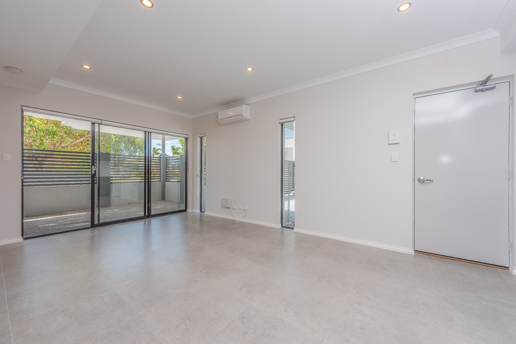 2/102 Roberts Road RIVERVALE