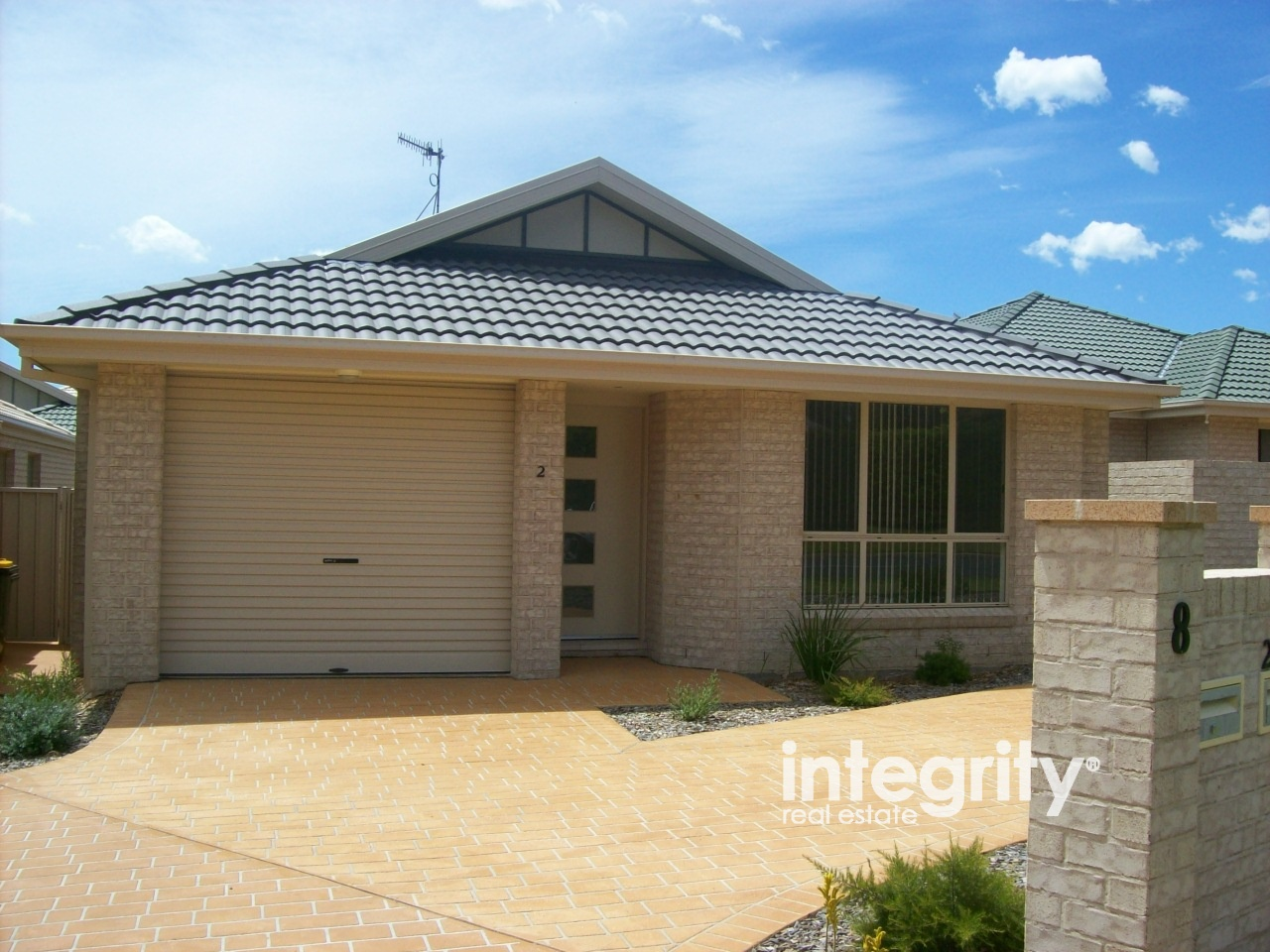 2/8 Meroo Road BOMADERRY