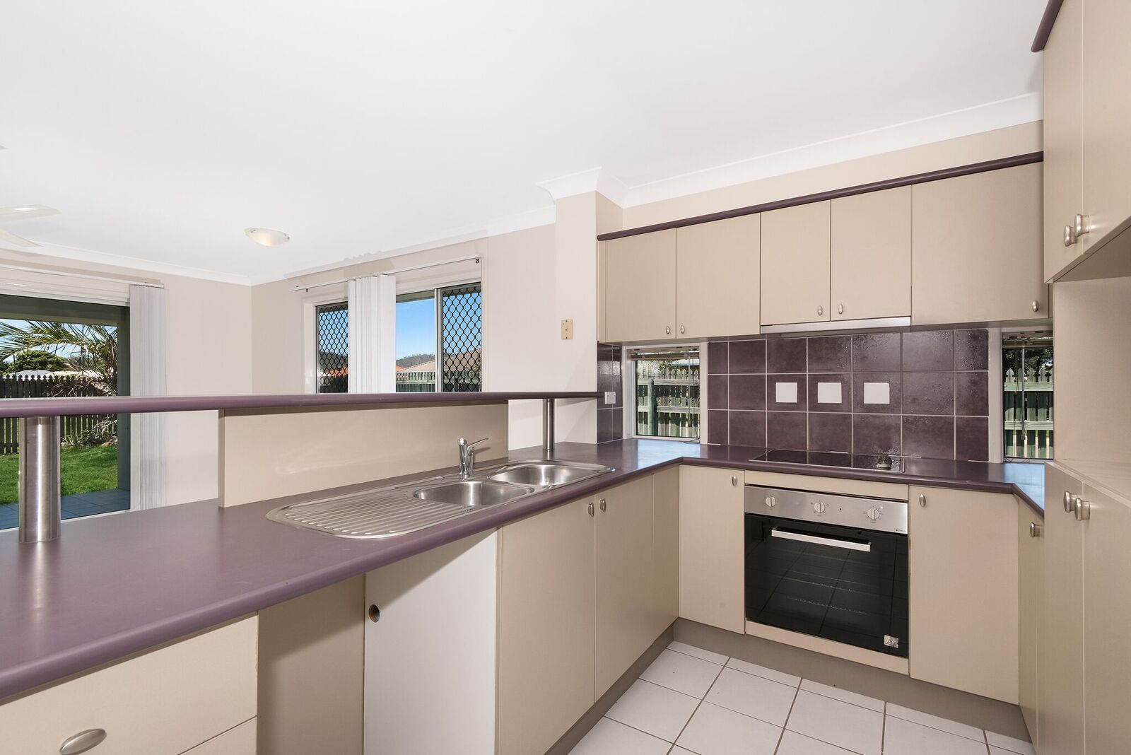 1 Berry Court KIRWAN