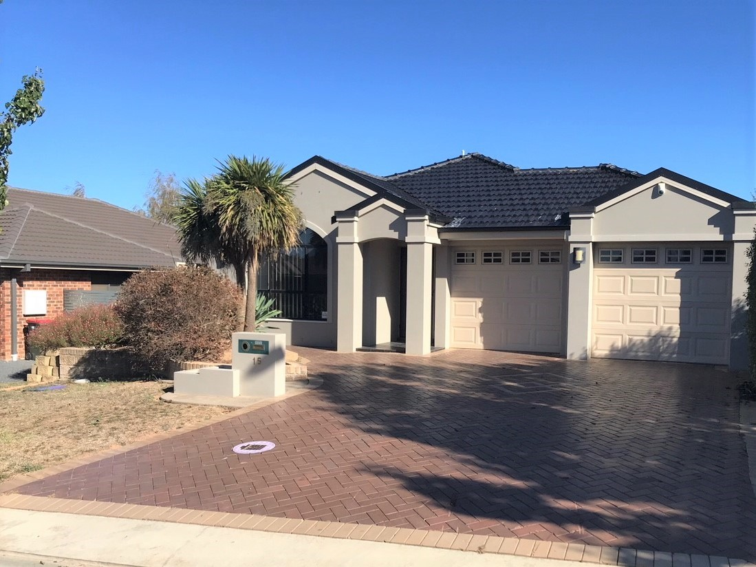 15 Botanic Way Orange